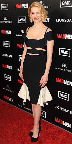 January Jones, la actriz de Mad Men, en un vestido con cortes irregulares blanco y negro Roland Mouret y accesorios Cartier.