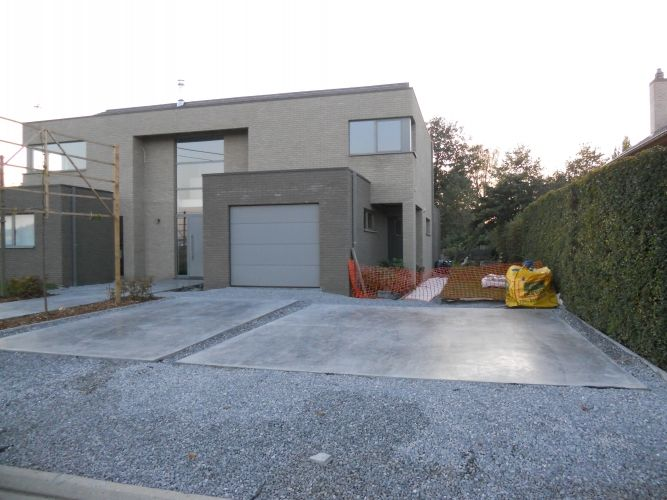 Oprit betonvloeren van rooy betonvloeren specialist in gepolierde betonvloeren gepolijste - Doen redelijk oprit grind ...