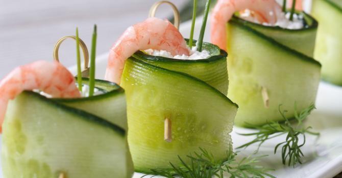 Non aux kilos avec l'apéro! | Fourchette & Bikini Rouleaux de concombre au chèvre frais, crevette et citron vert