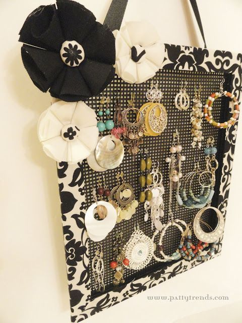 Plastic Canvas Earring Holder-I'm so making this soon
