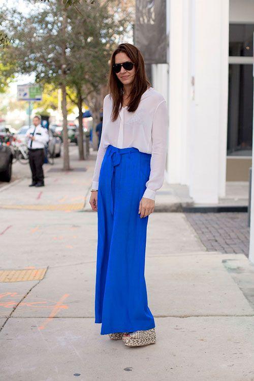 Unos pantalones vaporosos son la opción para estar comoda y lucir muy chic.