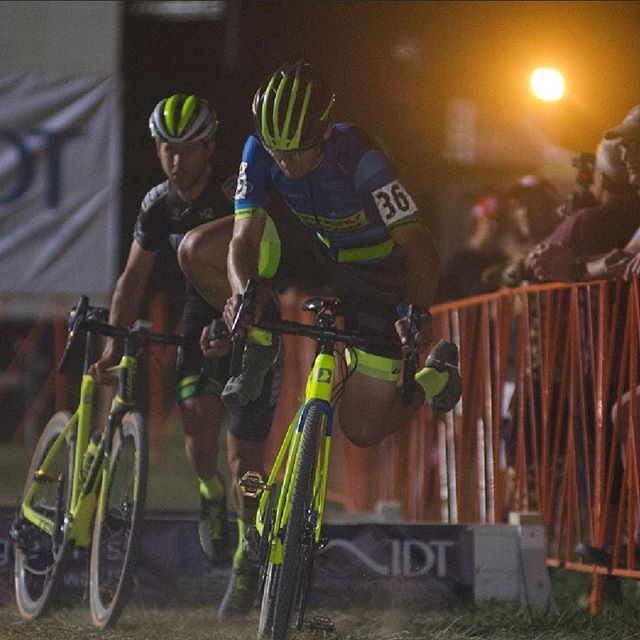 Cross season is finally here. The @garneaueaston team is out in full force at @jinglecross in Iowa, USA to kick it off. What are your plans for this fall? Kit up like these guys (see the link in bio) and get out to enjoy the mud, grass, barriers and crisp air the way they're meant to be enjoyed ;). #LiveYourDream #Garneau #GarneauCustom #CXishere #JingleCross #cyclocross #fallcycling #cxrace #cxphoto #cyclingpics #cyclingphoto #cyclinglife #cyclinggear #cyclocrosslife #bikespiration…