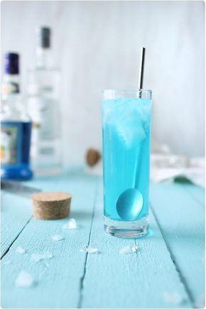 Cocktail bleu avec rhum