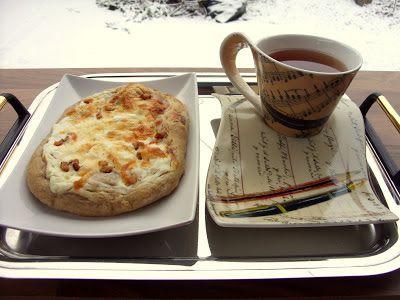 Csiperke blogja: Rusztikus sajtos-tejfölös lepény dagasztás nélkül