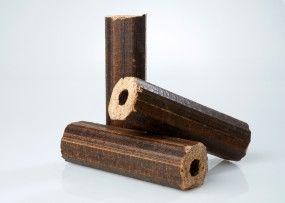 """Holzbriketts Vulcano Pini&Kay aus Eichenholz auf Palette. Gut geeignet für Zentralheizungsanlagen mit automatischer Brennstoffzuführung. Verbrennt """"CO2-neutral"""" Entwickelt fast kein Schwefeldioxid Problemlos und sicher zu transportieren"""