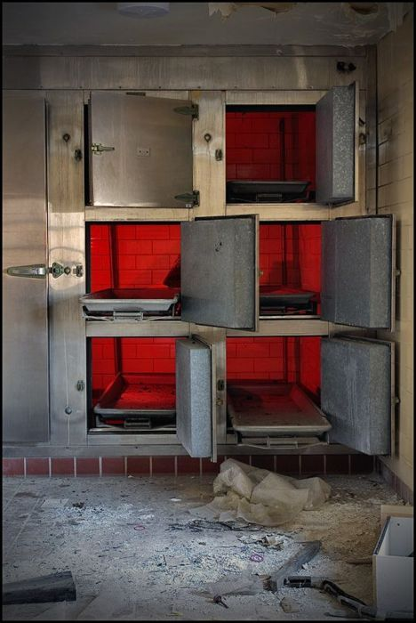 Morgue in abandoned hospital - someone was in a hurry to leave!