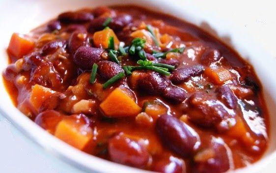 A feijoada vegetariana é o sonho de qualquer amante de comidas brasileiras que deseja saborear esse prato típico, se mantendo fiel a seu estilo vegetariano.
