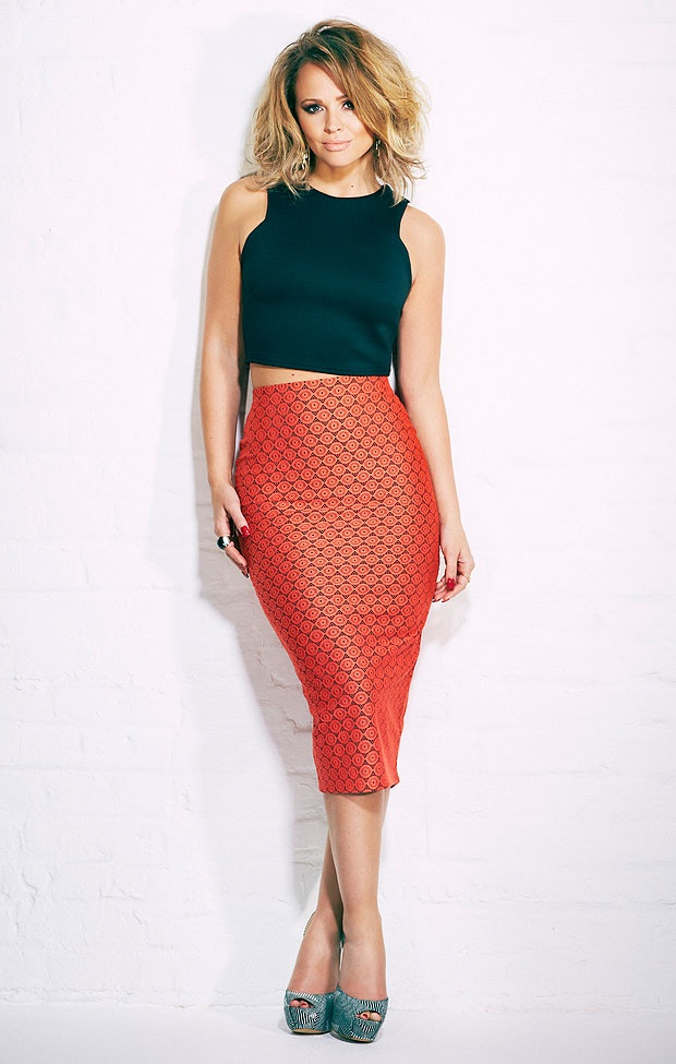 High waisted skirt with crop top - fab for curvy ladies. Love love love. This would be gorgeous going for a meal with your hubby on #honeymoon.