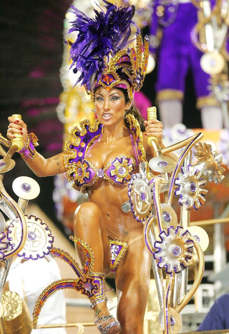 Девушки карнавал перья секс