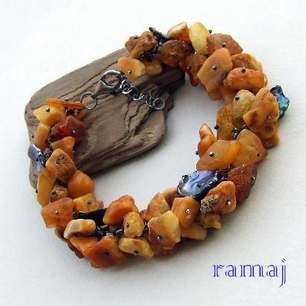Jewelry made in RAMAJ - raw amber & pearl keshi