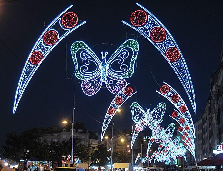 Alumbrado de fiestas colocado en Avenida con centro de Mariposas y laterales anclados en leds  www.electromiño.es  #electromiño #CiudadesNavidad #luz #colores #mariposa #leds #led #alumbrado #alumbradofiestas #flores #laterales #lucesdecolores