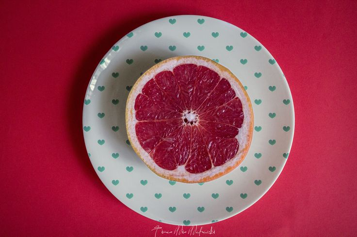 Grapefruit on a plat Photo by ©Timea Mia Medveczki