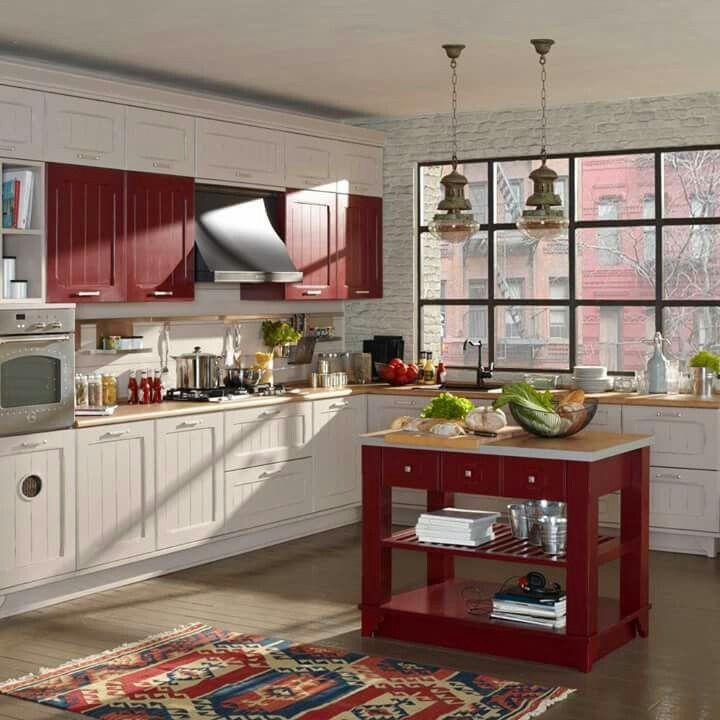 Лофт – это свобода и сочетание несочетаемого, поэтому классическая английская «состаренная» кухня выглядит на фоне голых кирпичных стен интересно, дерзко, но вполне естественно. Запоминающиеся решения – множество небольших ящиков с обилием фурнитуры и глянцевая современная столешница. Разумеется, вся кухонная техника оставлена на виду и мойка вмонтирована напротив окна для увеличения простора и чувства свободы