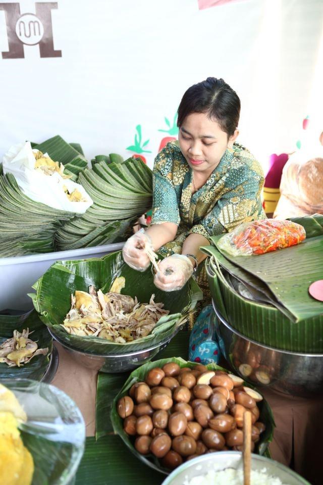 Nasi Liwet - Java, Indonesia | Photos by Monchichi | Turida Wijaya
