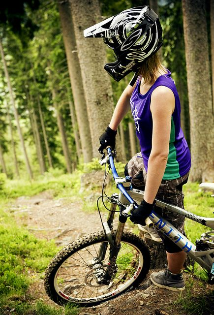 I <3 girls that mountain bike!
