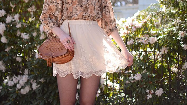 Retromantisch retro romantic fashion blog - Outfit Vila blouse H&M skirt lace rok vintage bag ring floral bloemen romantisch