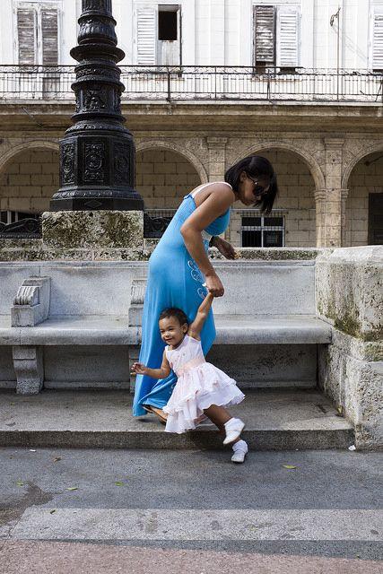 © Santiago Escobar-Jaramillo, foto 4 de la serie 'MADRE-e-HIJA', La Habana Cuba, 2012 y 2013 #BAC #fotografia #contemporanea #contemporary #photography  #art #arte #bogota #cuba