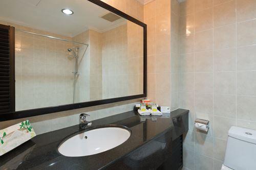 Scenic Hotel Tonga - Bathroom