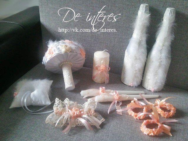 Свадебные аксессуары. Свадебный набор для замечательной Юлии. Букет-дублер (брошь), шампанское, семейный очаг (3 свечи), подвязка для  невесты, подушечка для колец, браслеты подружкам невесты. #wedding#свадьба#букет_брошь#дублер#шампанское#семейный_очаг#подвязка_для_невесты#браслеты_подружкам_невесты#подушечка_для_колец#кольца#персиковый#перья#гипюр#свадебные_аксессуары#невеста#атласная_лента