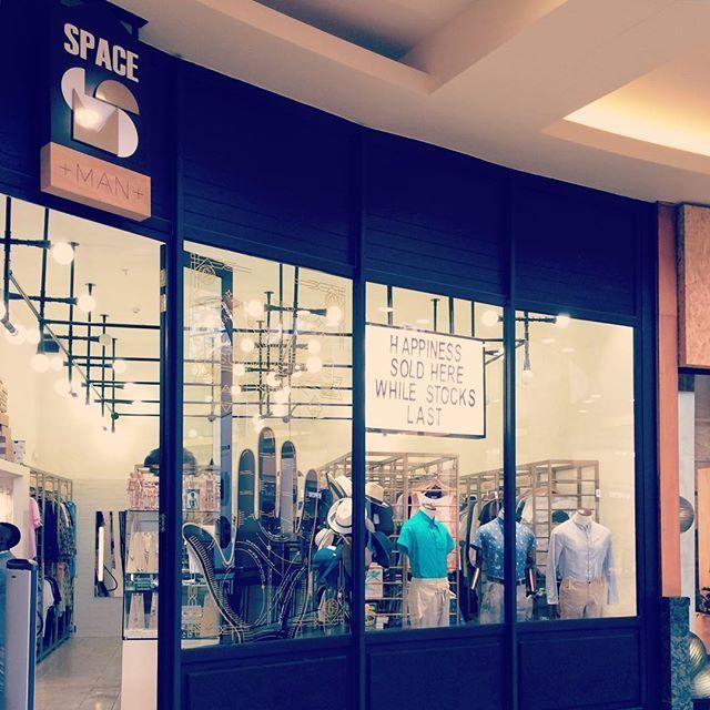 Peering into the @gatewayumhlanga store... #menswear #safashion