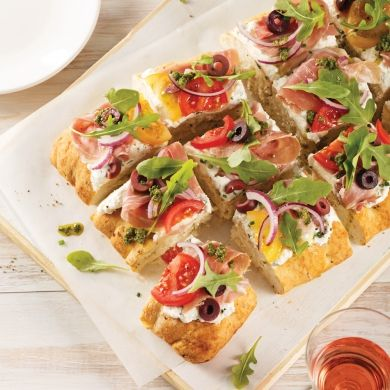 Focaccia prosciutto, roquette et olives - Recettes - Cuisine et nutrition - Pratico Pratique