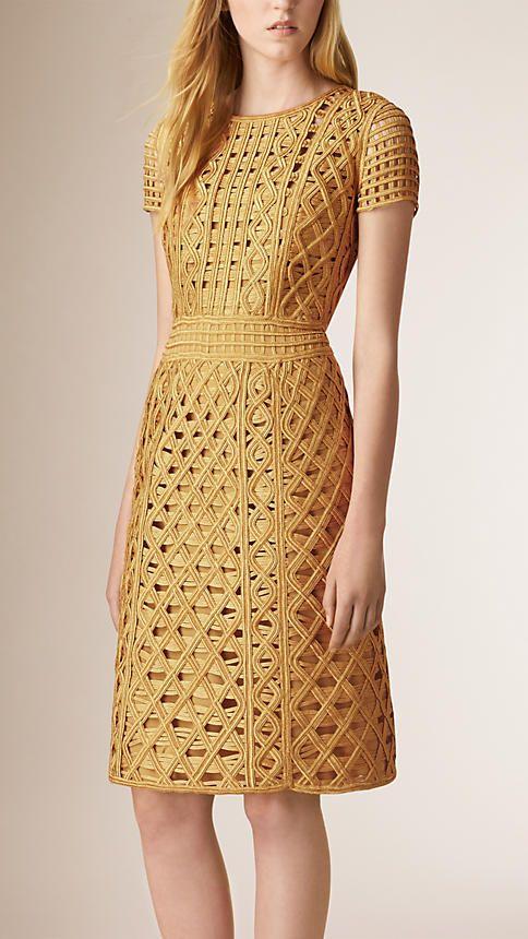 Dorado Vestido recto con detalles en encaje de macramé - Imagen 1                                                                                                                                                                                 Más