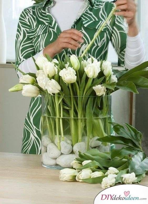 Diy Dekoideen Fur Hubsche Und Farbenfrohe Oster Tischdeko In 2020 Blumenarrangements Diy Flower Deko Tisch Dekorieren