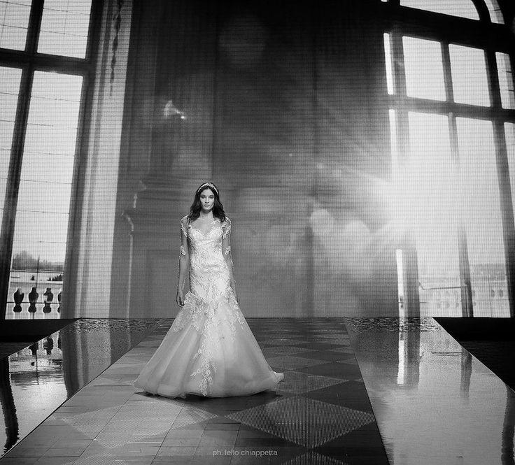 #RomaFashionShow #2016collection #collections #fashion #bride #brides #bridal #wedding #weddingdress #nicole #colet #jolies #romance #nicolespose #AlessandraRinaudo www.nicolespose.it