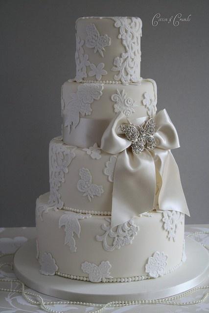 Sophisticated wedding cake.