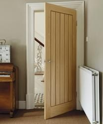With its bold design, the Dordogne Oak door adds a sense of heritage to traditional interiors. This style is also available as a fire door.