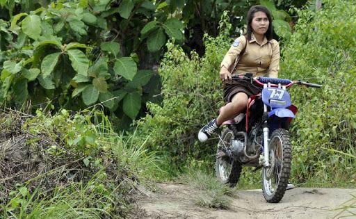Silahkan baca artikel Sufahira, Gadis Pengguna Motor Trail ke Sekolah ini selengkapnya di Blogger Berbagi Info