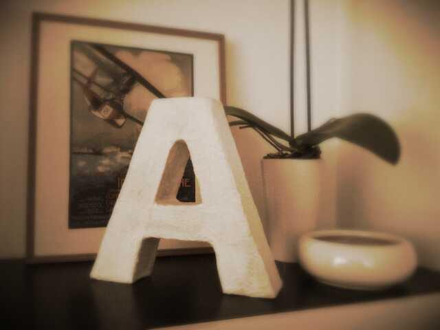 Relooking interni -realizzazione handmade lettera A con cartone di recupero-  http://www.ateliericreativo.it
