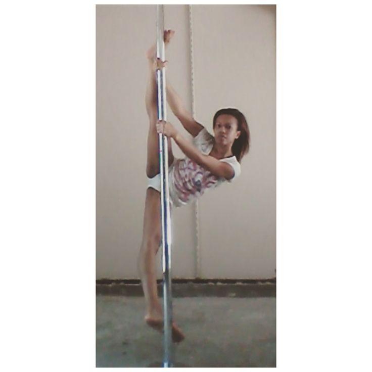 Pole Split #PrincessPoleFitness #Pole #PoleFitness #PoleDance #PoleDancer #Fitness #Health #PolePose #PoleSplit