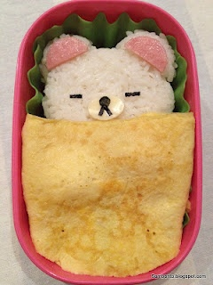 Sleepy bear bento. Way too cute.