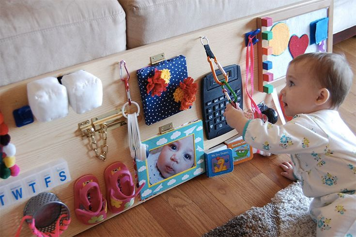 Przeczytaj: Tablice manipulacyjne - ćwiczenie małych rączek w duchu Montessori na największym blogu rodzicielskim w Polsce - dziecisawazne.pl