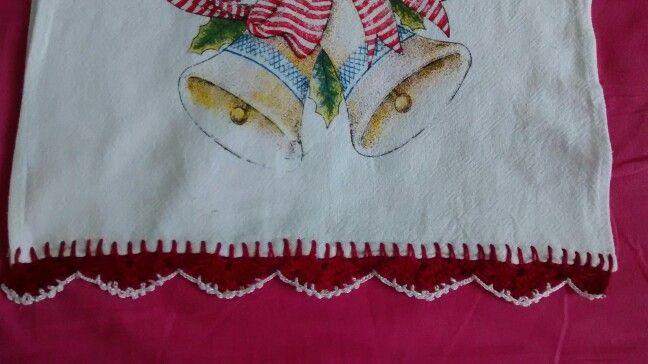 Pano de prato com bico em crochê