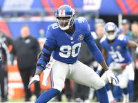 After visiting with the Giants earlier in the day, Jason Pierre-Paul has agreed to terms with New York on a one-yar, incentive-laden deal, according to Ian Rapoport.