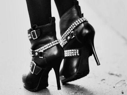 """Rockin  Roll Heels""  I Gonna Have these too.  I like the chains, the heels, and I just personally Love these Shoes.:"