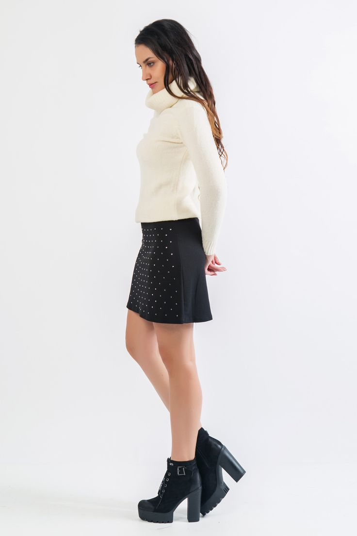 Knitted blouse with long sleeves. Ribbed collars, cuffs and hem. http://www.modaboom.com/clothes/knitwear-tops/leuki-plekti-mplouza-me-chontro-zivagko/