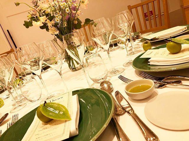 _ #jars のお皿と #rarqu のお花と #手作り 席札コーディネート🕊 . jarsのお皿は少しずつ日本にも浸透してきた?ように思います! . フランスの手焼き食器、 実用的なものをより美しく仕上げたこの食器は なんと電子レンジにも対応可能なのが また嬉しいところ! . #引き出物 にもおすすめです♪ . . #ランチ #ディナー #記念日 #女子会 #デート  #中目黒  #代官山  #恵比寿  #wedding  #メゾンプルミエール  #結婚式 と#レストラン #プリオコーポレーション #式場見学 #ファインダー越しの私の世界 #写真好きな人と繋がりたい #写真撮ってる人と繋がりたい #フォトジェニック #全国のプレ花嫁さんと繋がりたいmaison.premiere Maison Premiere at Robbin's