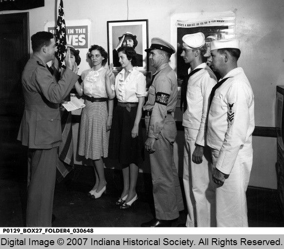 7/23/1943 Navy Recruiting Office with WAVE Recruits