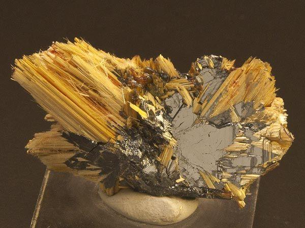 Rutile, Hematite - Ibitiara, Bahia, Brazil http://auction2.mineral-auctions.com/item.php?itemID=29397