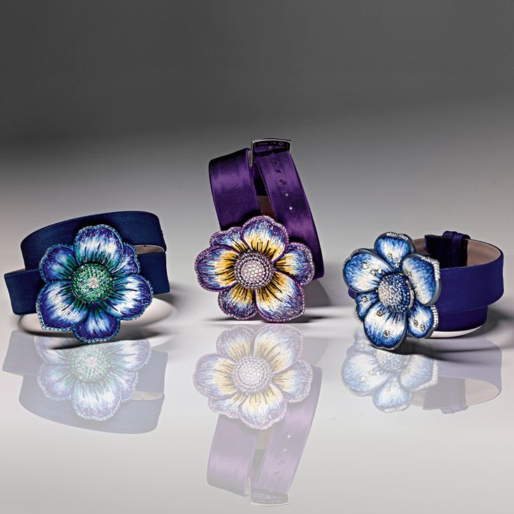 Diamonds, sapphires, micromosaic and white titanium make of our gardenia watches jewels die for. Choose your favorite!