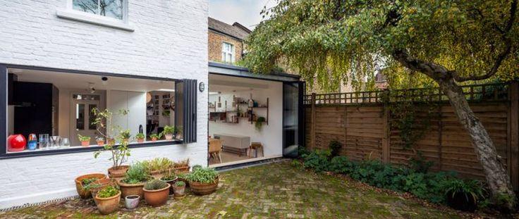 agrandissement de maison avec baie vitrée et aménagement d'extérieur