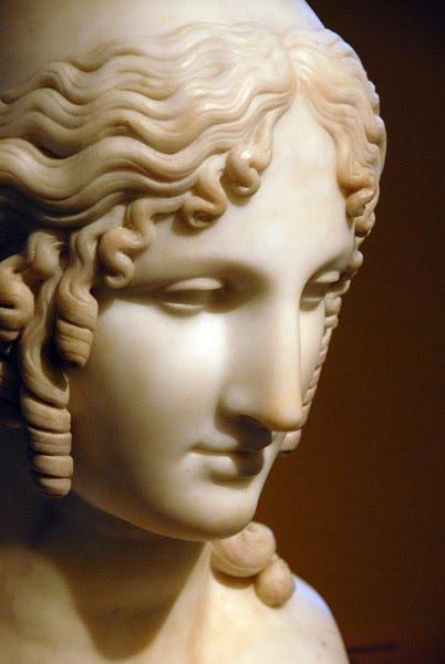 Αρχαίο Ελληνικό άγαλμα γυναίκας