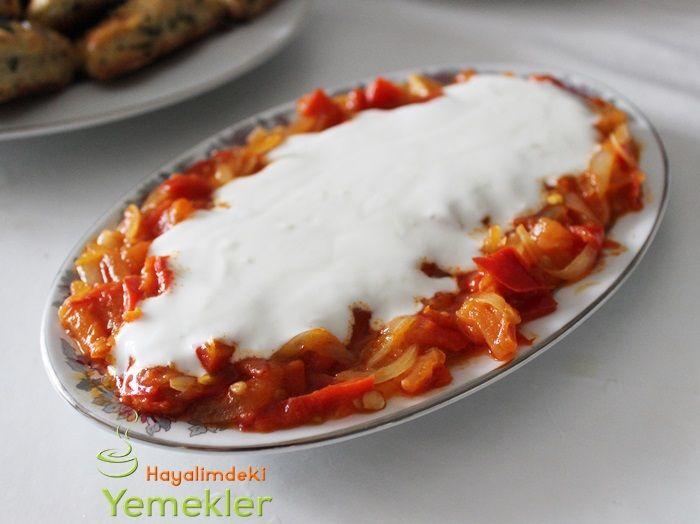 Yoğurtlu Kırmızı Biber Salatası