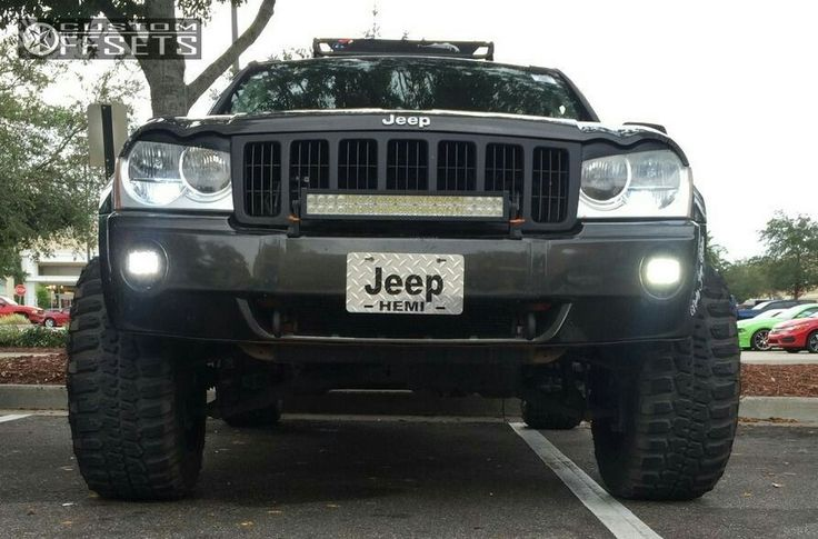 Lifted jeep grand Cherokee WK grille