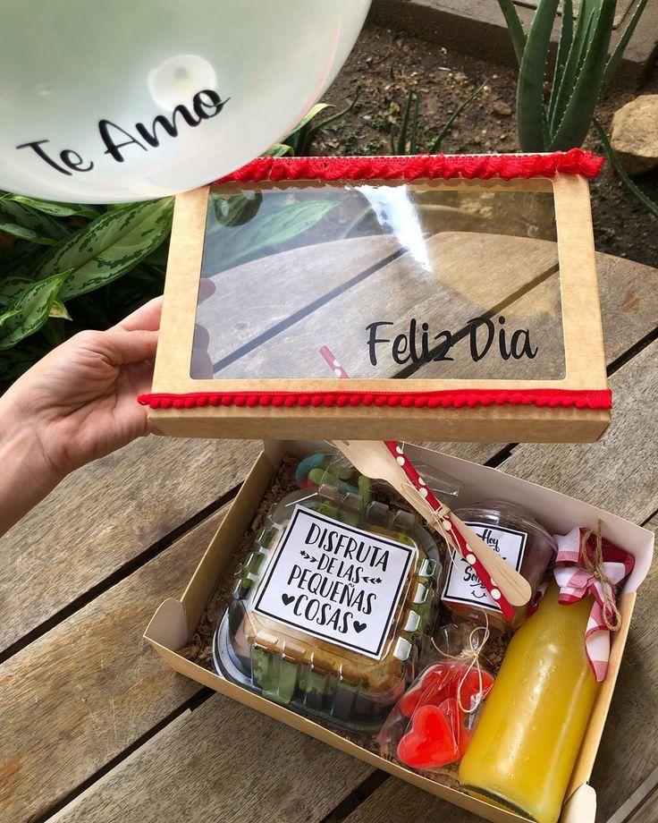 Food Gifts, Diy Gifts, Picnic Box, Picnic Ideas, Breakfast Basket, Ideas Para Fiestas, Fiestas Party, Shower Bebe, Diy Gift Baskets