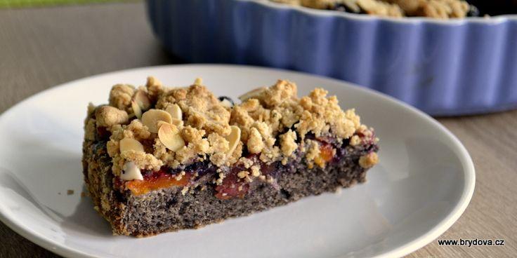 Makový koláč s arašídovou drobenkou