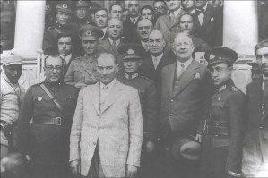 Atatürk'ün Farklı Tarihlerde İzmir'de Çekilen Fotoğrafları | MustafaKemâlim